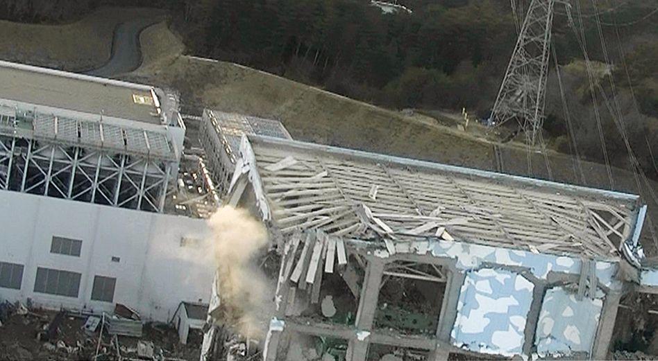 Unglückskraftwerk Fukushima: Kühlung aus der Luft