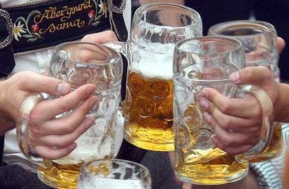 Wahlkampf in Bayern: CSU will Bier billiger machen DER SPIEGEL