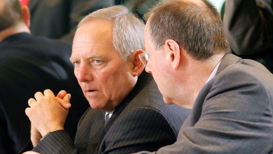 Alter und neuer Finanzminister: Auf Peer Steinbrück (r.) folgt Wolfgang Schäuble
