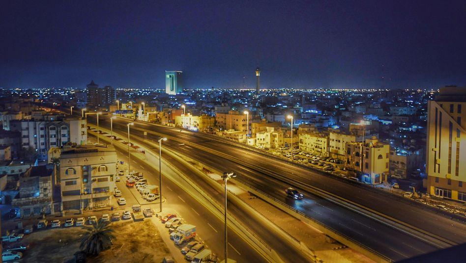 Dschidda bei Nacht: Die Weltelite des Motorsports macht 2021 Station in Saudi-Arabien