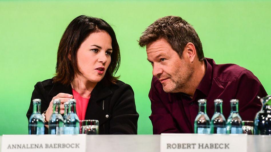 Grüne Parteivorsitzende Annalena Baerbock und Robert Habeck