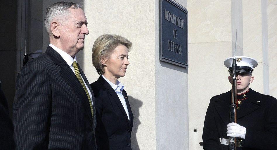Verteidigungspolitiker Mattis, von der Leyen in Washington