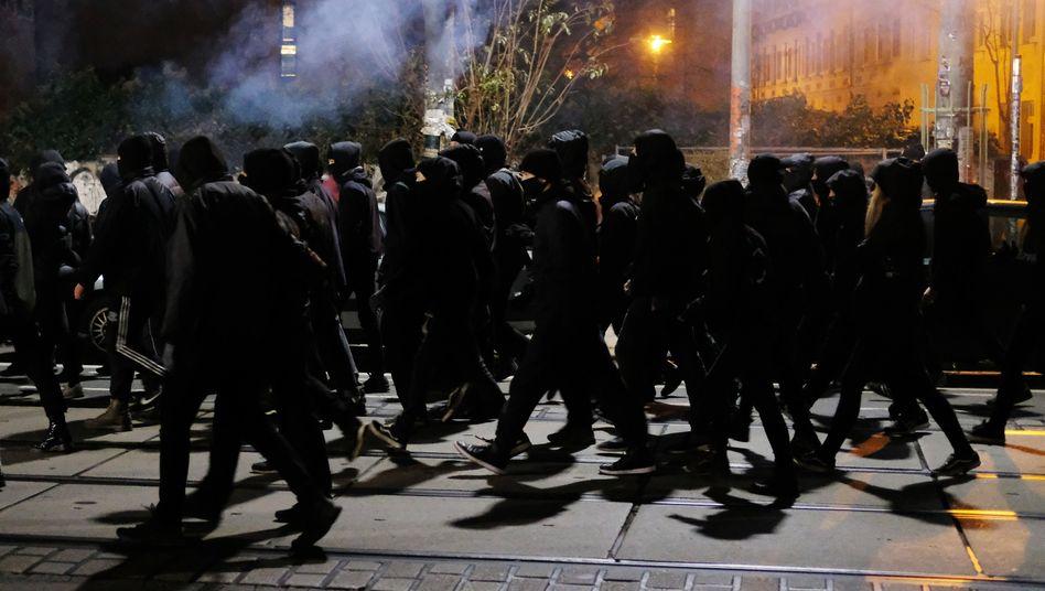 »Der schwarze Block« in Connewitz: Gewalt auf allen Seiten