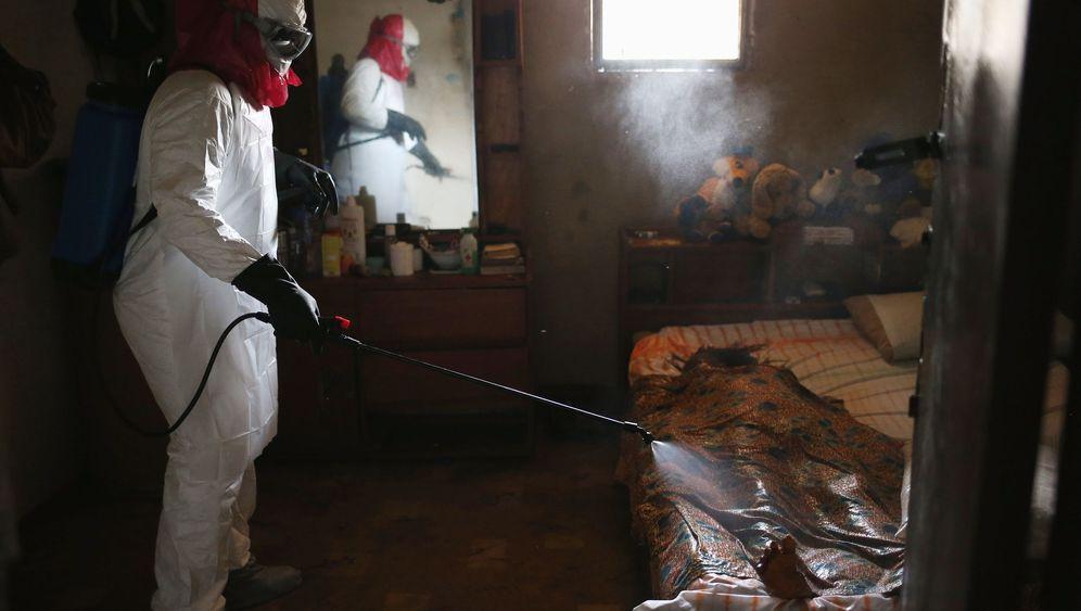 Ebola in Bildern: Zurück bleiben Schrecken und ein Funke Hoffnung