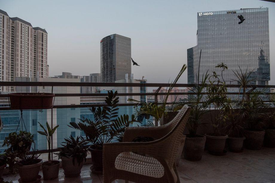 Blick vom Balkon der Familie auf die Retortenstadt Gurgaon
