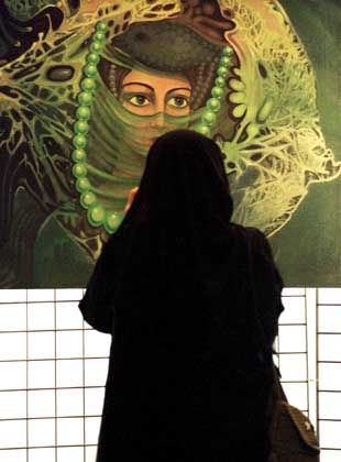 Frauen in Saudi Arabien: Nur wenn sie unter sich sind, fallen die schwarzen Hüllen