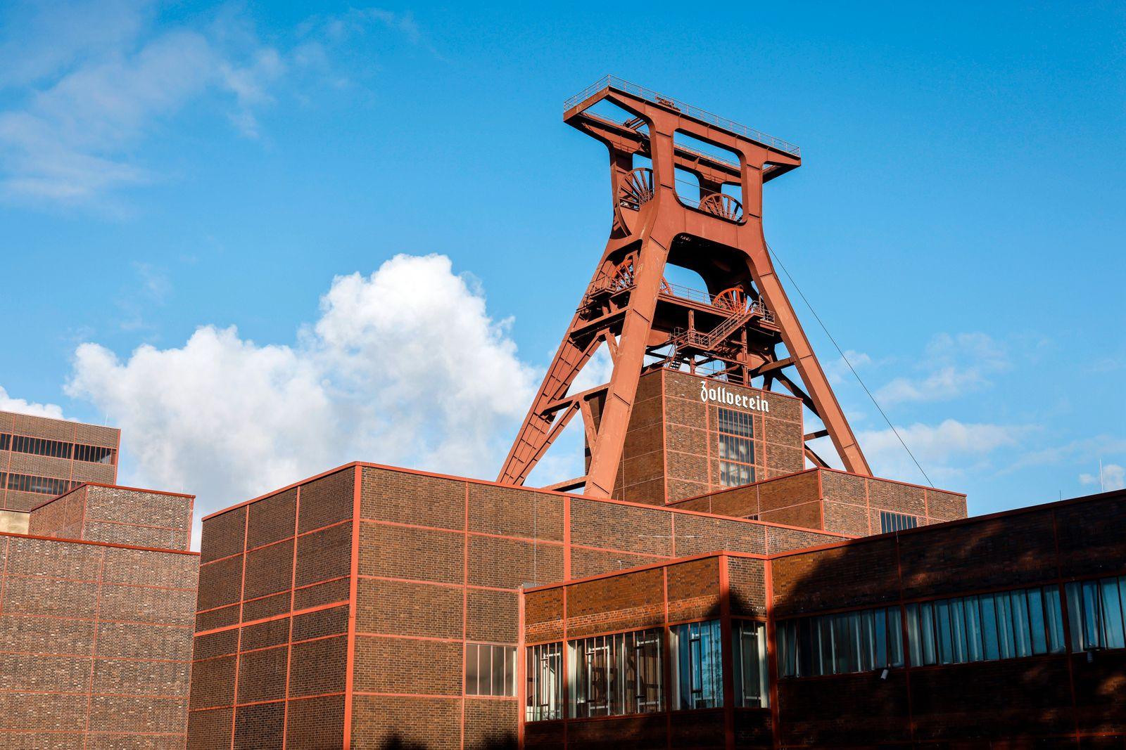 Essen, Ruhrgebiet, Nordrhein-Westfalen, Deutschland - Zeche Zollverein, UNESCO Welterbe Zollverein, Foerderturm. Essen N