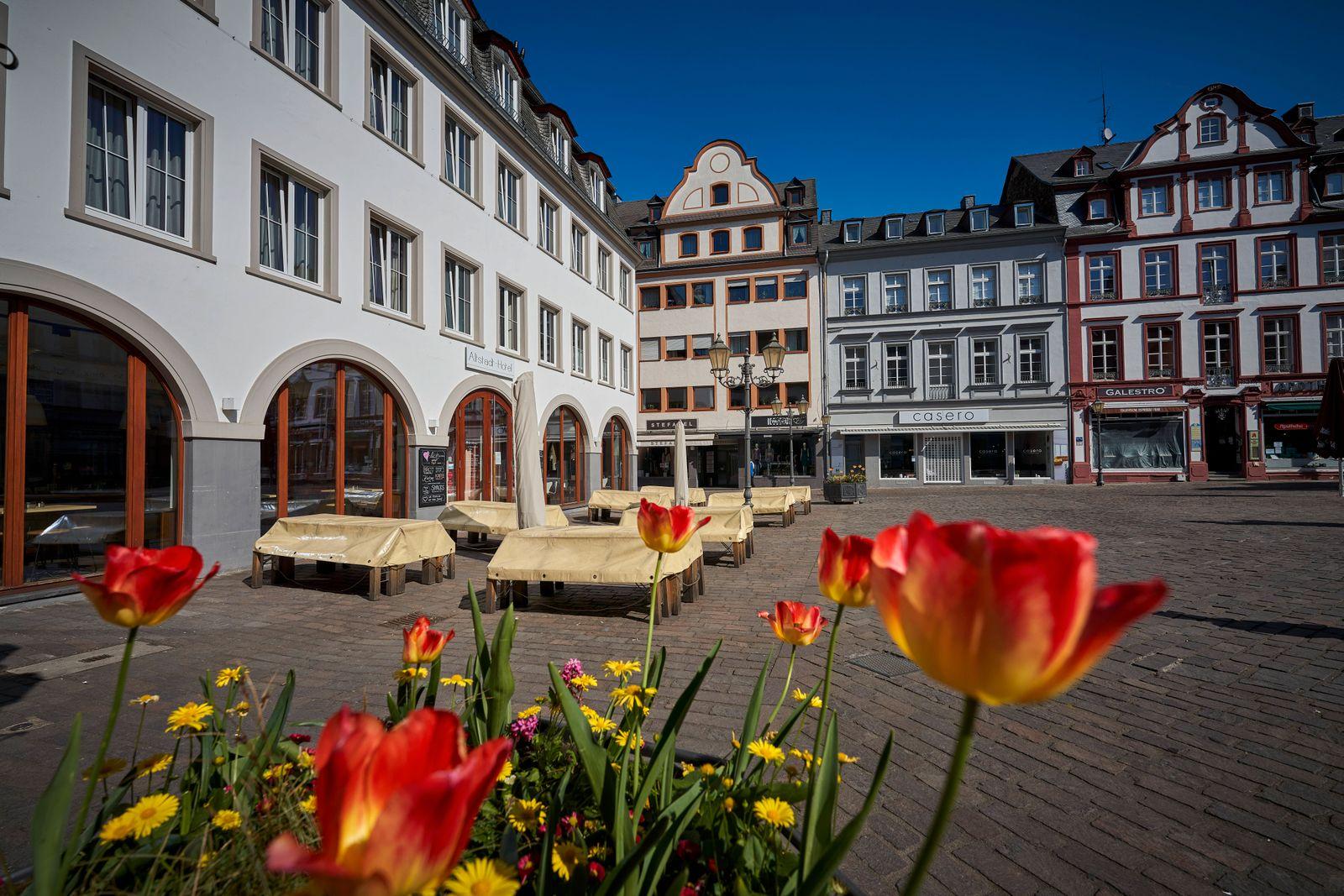 Coronavirus - Koblenz 16.04.2020, Rheinland-Pfalz, Koblenz: Geschaefte in der Innenstadt sind geschlossen. Bund und Lae