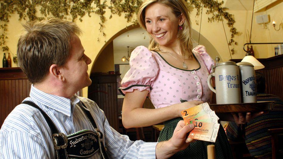 """Zahlen mit der Regionalwährung """"Chiemgauer"""": Keine Zinsen gibt's jetzt auch beim Euro"""