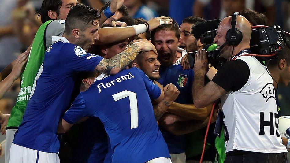 Jubelnde Italiener: Sieg zum Auftakt