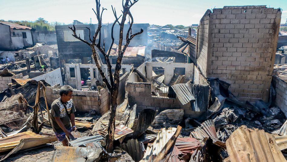 Schutt und Asche: Ein Brand zerstörte zahlreiche Häuser im philippinischen Bacoor