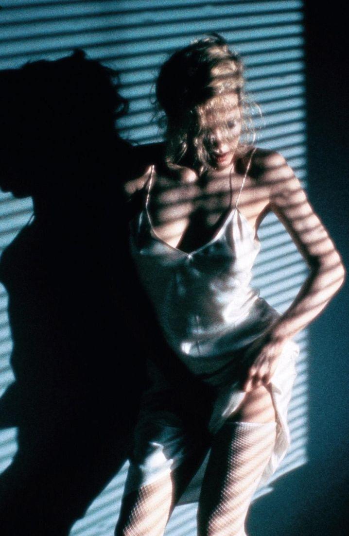 """Kim Basinger in """"9 1/2 Wochen"""": Dazu läuft Musik von Joe Cocker"""