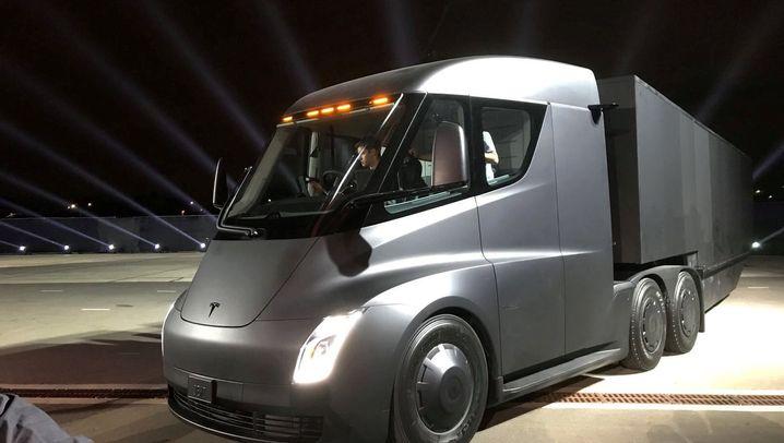 """Tesla präsentiert Elektro-Truck """"Semi"""": Dieses Elektro-""""Biest"""" soll Diesel-Lkw den Garaus machen"""