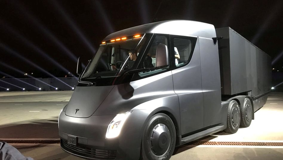 Tesla will mit seinem elektrisch angetriebenen Lkw in Deutschland auch an Sonn- und Feiertagen fahren