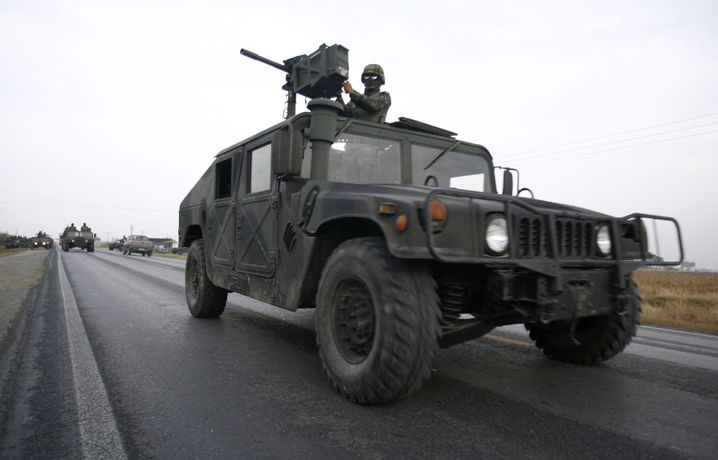 Mexikanische Soldaten 2008 auf einem Humvee-Geländewagen