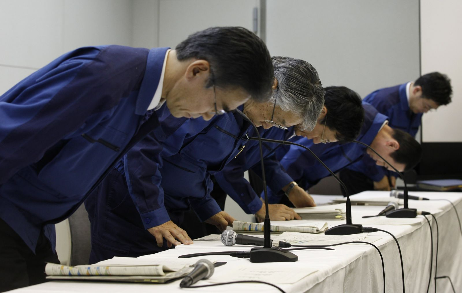 Tepco managers bow