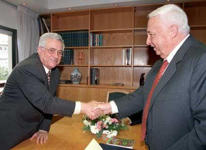Mit dem damaligen Außenminister Scharon im Jahr 1998