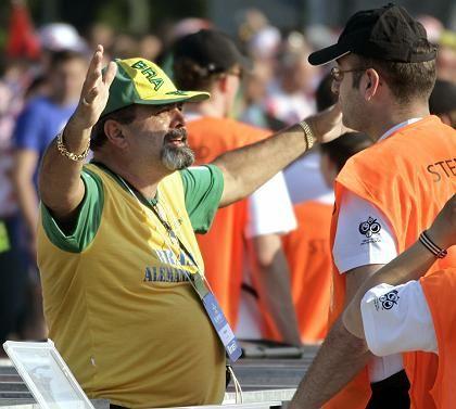 Kontrolle vor Stadion: Nur Stichproben