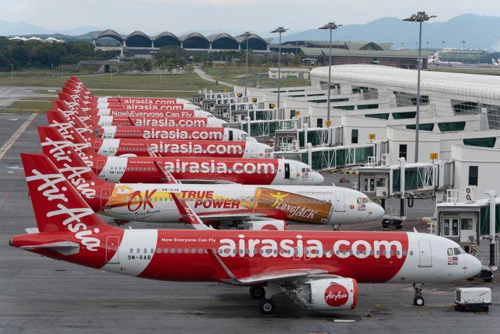 Flugzeuge des Typs Airbus A320 am Flughafen von Sepang, Malaysia