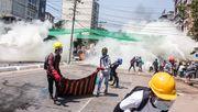 Myanmars Militär schießt offenbar mit scharfer Munition auf Demonstranten