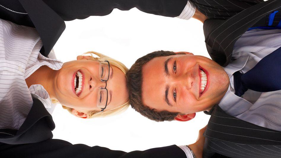 Kopf an Kopf: Beim Jobsharing arbeiten zwei Mitarbeiter Teilzeit