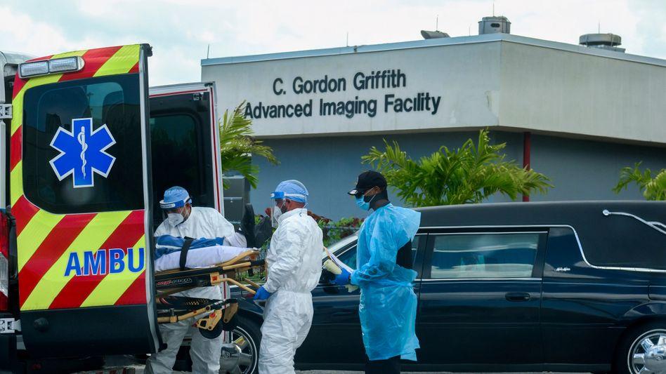 Medizinisches Personal in Miami, Florida: Die Zahl der Todesopfer könnte rapide ansteigen