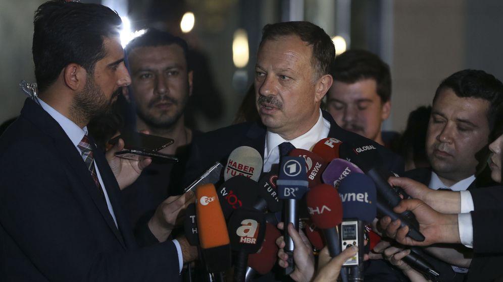 """Proteste nach Wahl-Annullierung: """"Recht, Gesetz, Gerechtigkeit"""""""