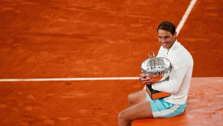 Rafael Nadal und sein Pokal