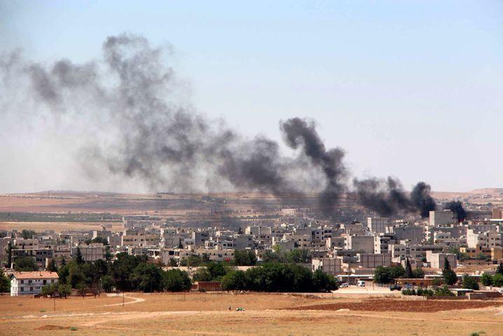 Rauch über Kobane am 25. Juni: IS-Kämpfer begannen eine neue Anschlagsserie