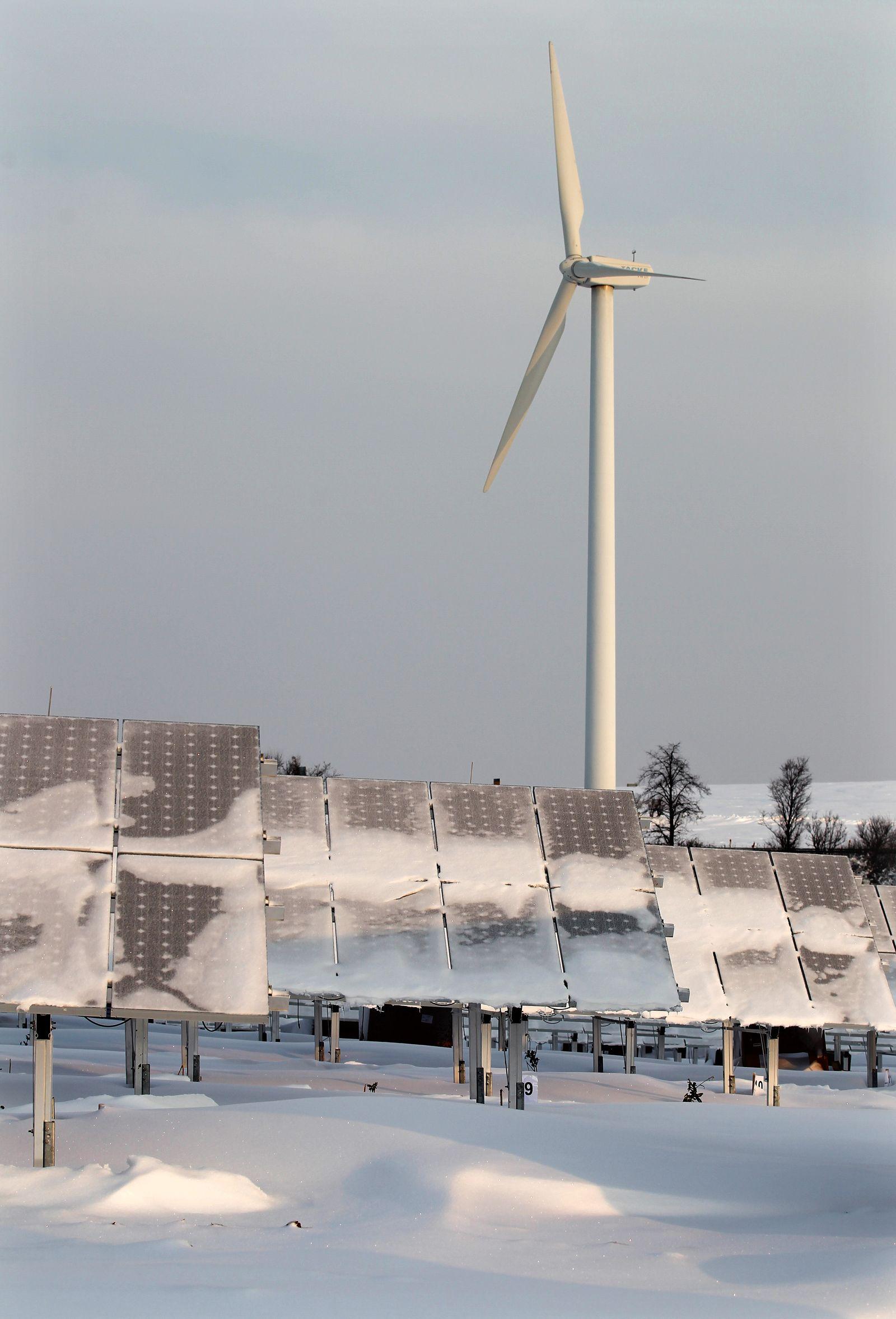 Verschneite Solaranlage