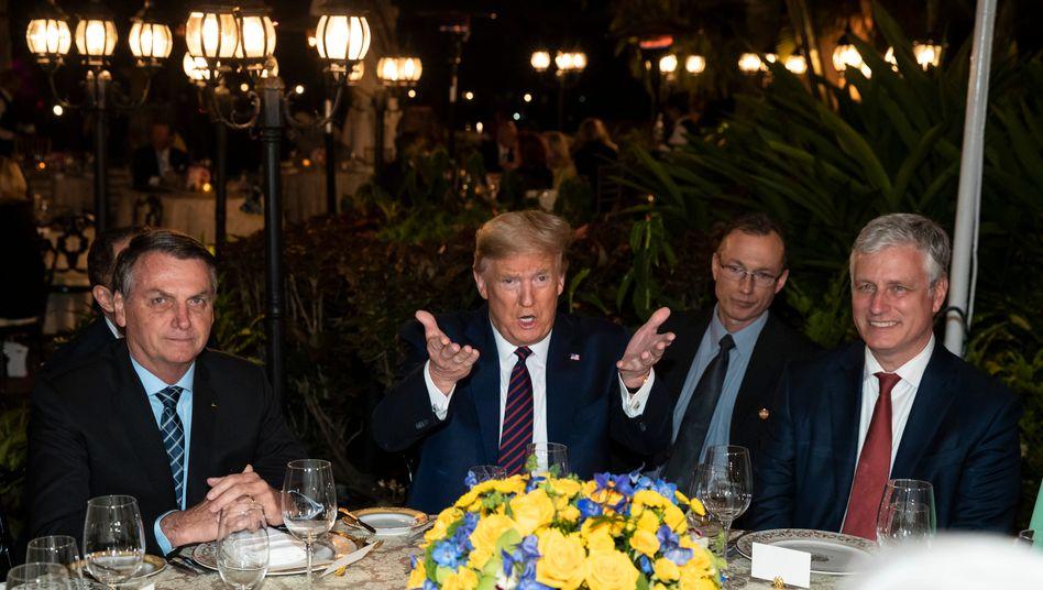 Donald Trump empfing in Florida unter anderem den brasilianischen Präsidenten Jair Bolsonaro (l.)