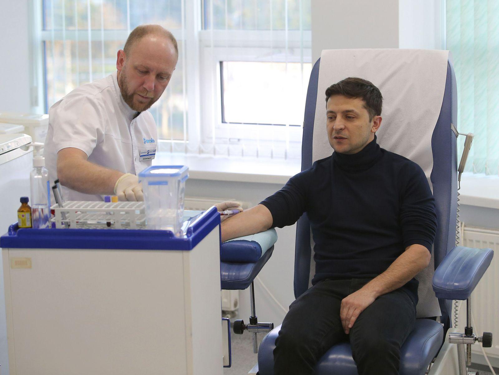 Blutabnahme/ Volodymyr Zelensky