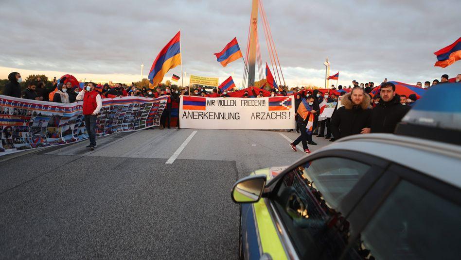 Norderelbbrücke in Hamburg: Demonstranten auf der Autobahn