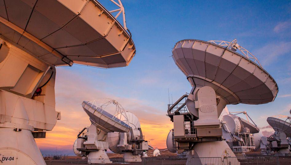 """Antennenschüsseln des """"Alma""""-Observatoriums in der chilenischen Atacamawüste"""