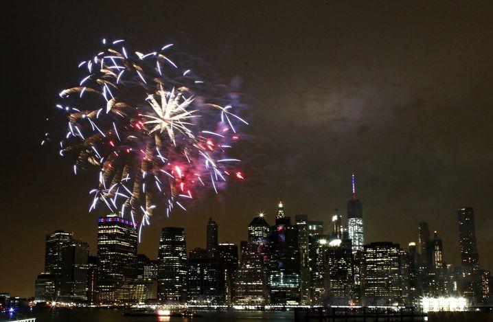 Das jährliche Macy's-Feuerwerk - eine kostspielige Attraktion