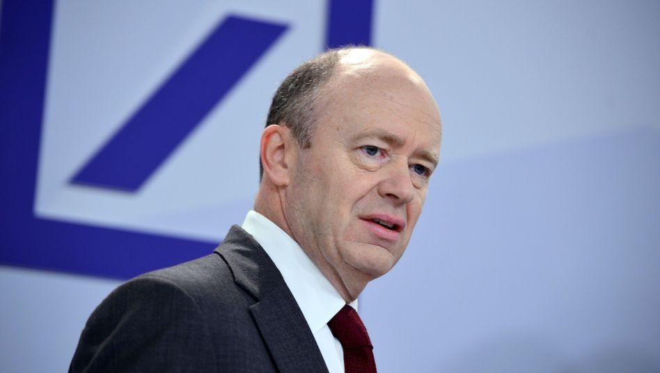 Deutsche Bank Co-Chef John Cryan (Archiv): Seine erste Jahresbilanz fällt tiefrot aus
