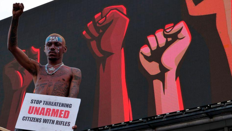 Demonstrant an der Mautstelle in Lekki in Lagos