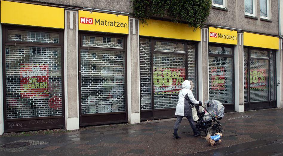 Geschäft in Berlin: Geschlossene Läden, weniger Jobs