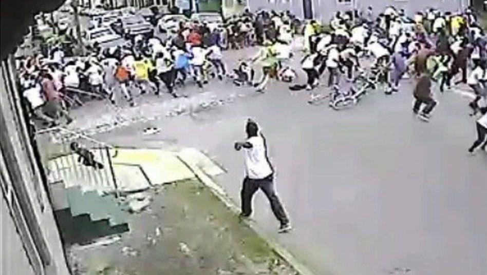 Schüsse bei Muttertagsparade: Polizei sucht mit Videobildern nach Verdächtigen