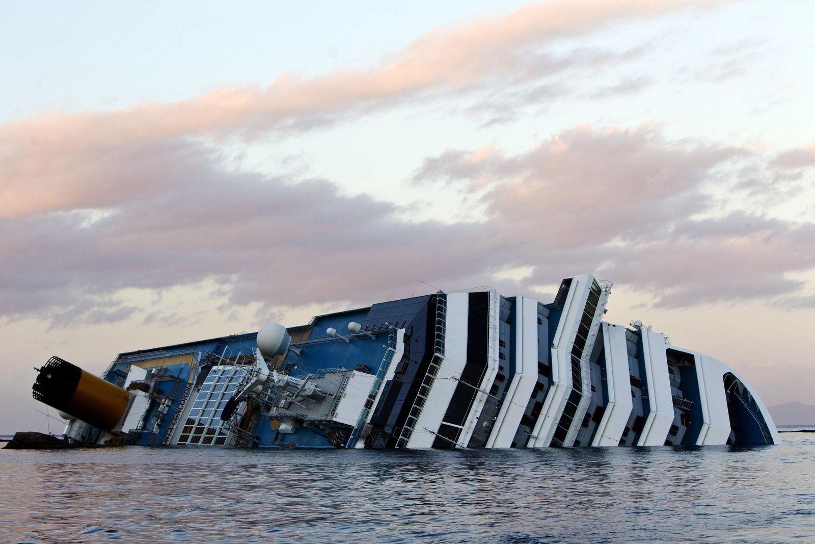 Kapitän von Bord - Freitag, der 13. - Costa Concordia gestrandet