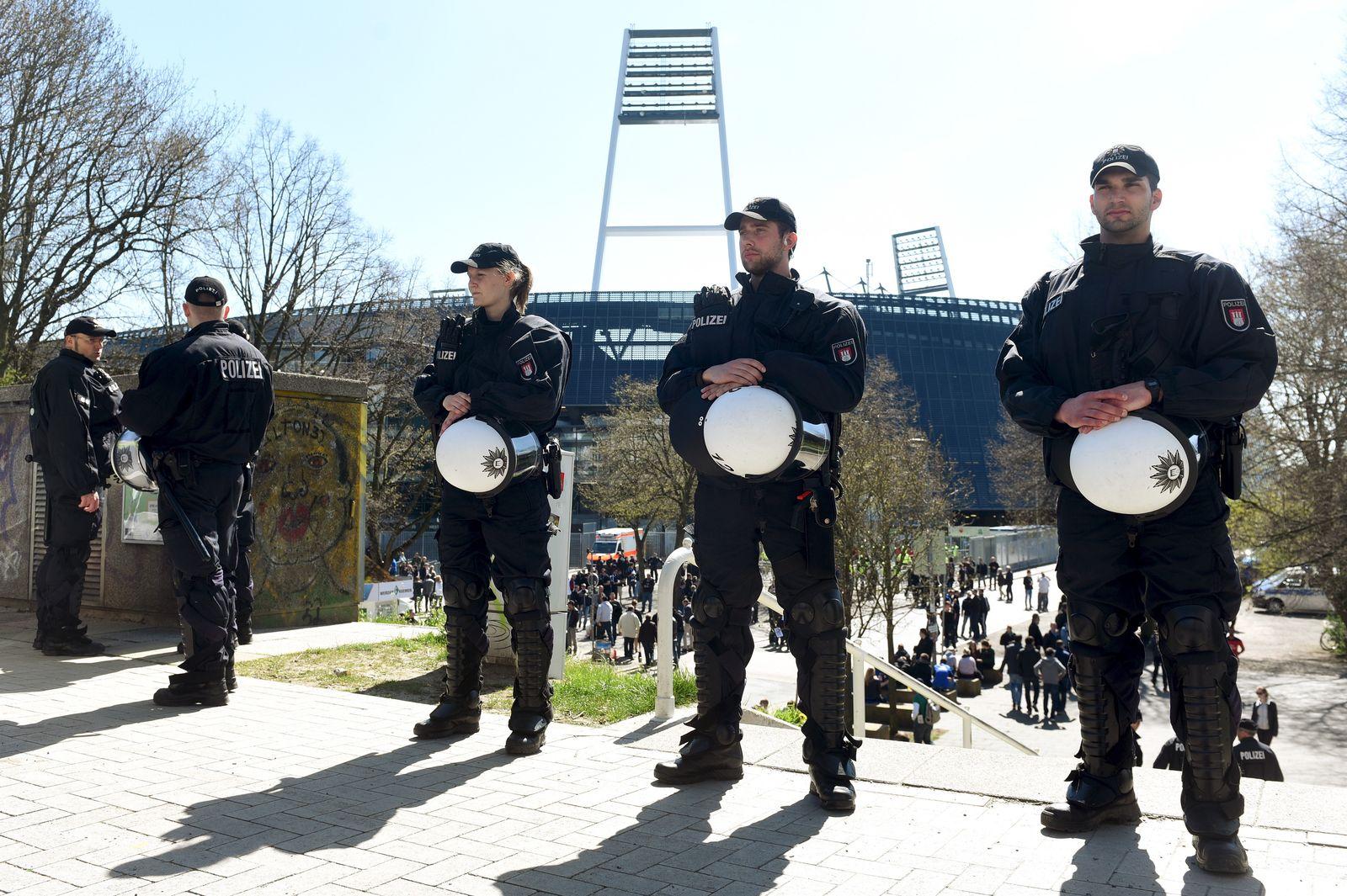 NICHT MEHR VERWENDEN! - Fußball Bundesliga/ Werder Bremen/ Hamburger SV/ Polizei
