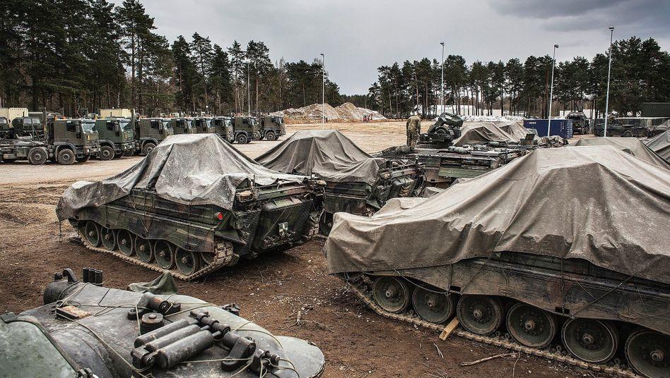 Bundeswehrpanzer bei Nato-Einsatz in Litauen: Eine Ausgabenkurve, so flach wie die norddeutsche Tiefebene