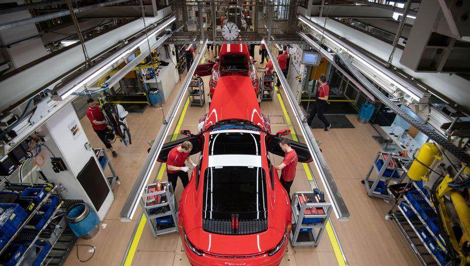 Autoproduktion bei der Volkswagen-Tochter Porsche: Konjunkturpaket gefordert