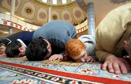 "Muslime beim Gebet: ""Es geht um den Umgang mit kulturellen Unterschieden"""