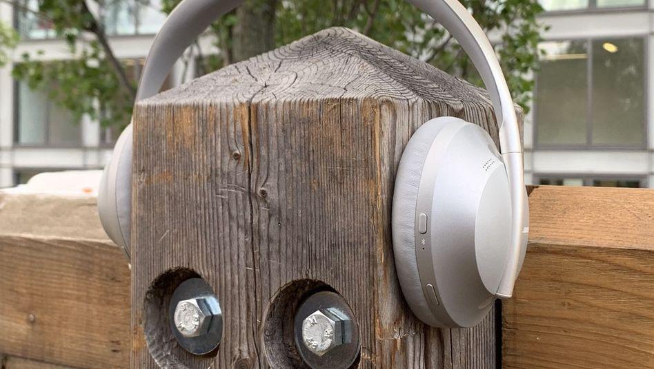 Einer der fünf getesteten schallreduzierenden Kopfhörer auf dem Ifa-Messegelände