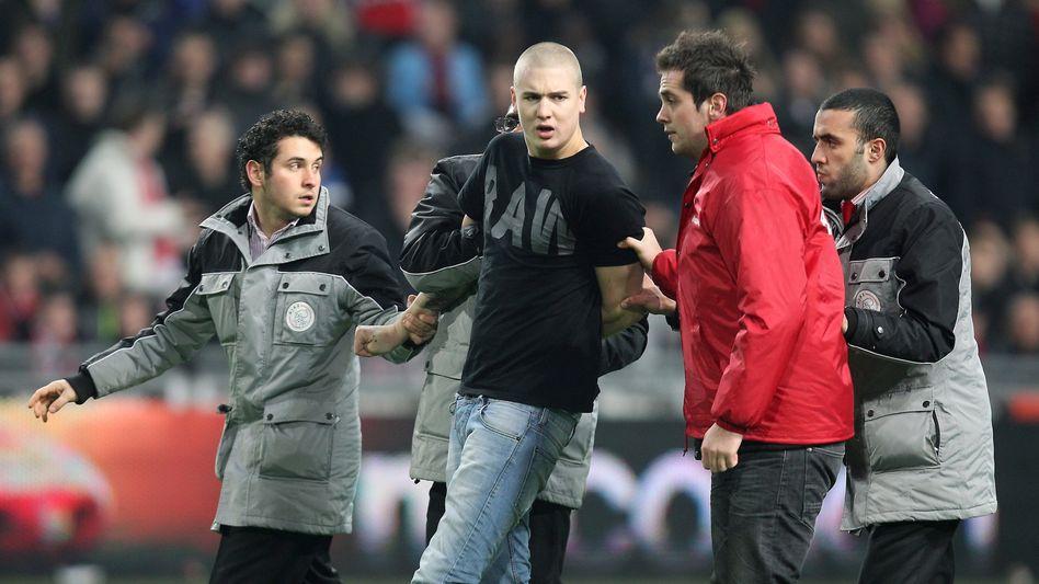 Ajax-Supporter: Nach der Torwartattacke ins Gefängnis?