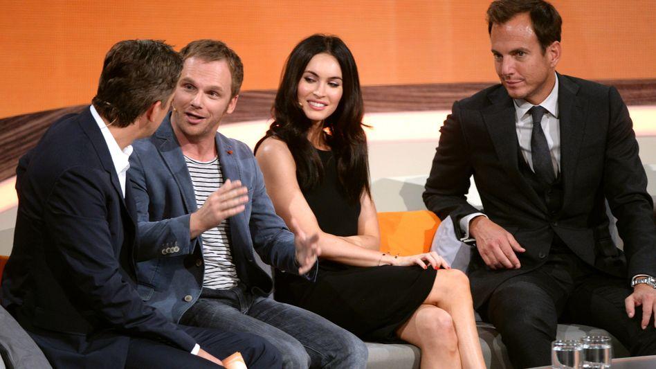"""Markus Lanz mit Comedian Schmitz, Megan Fox und Will Arnett (v. l.): """"Witze funktionieren nicht"""""""