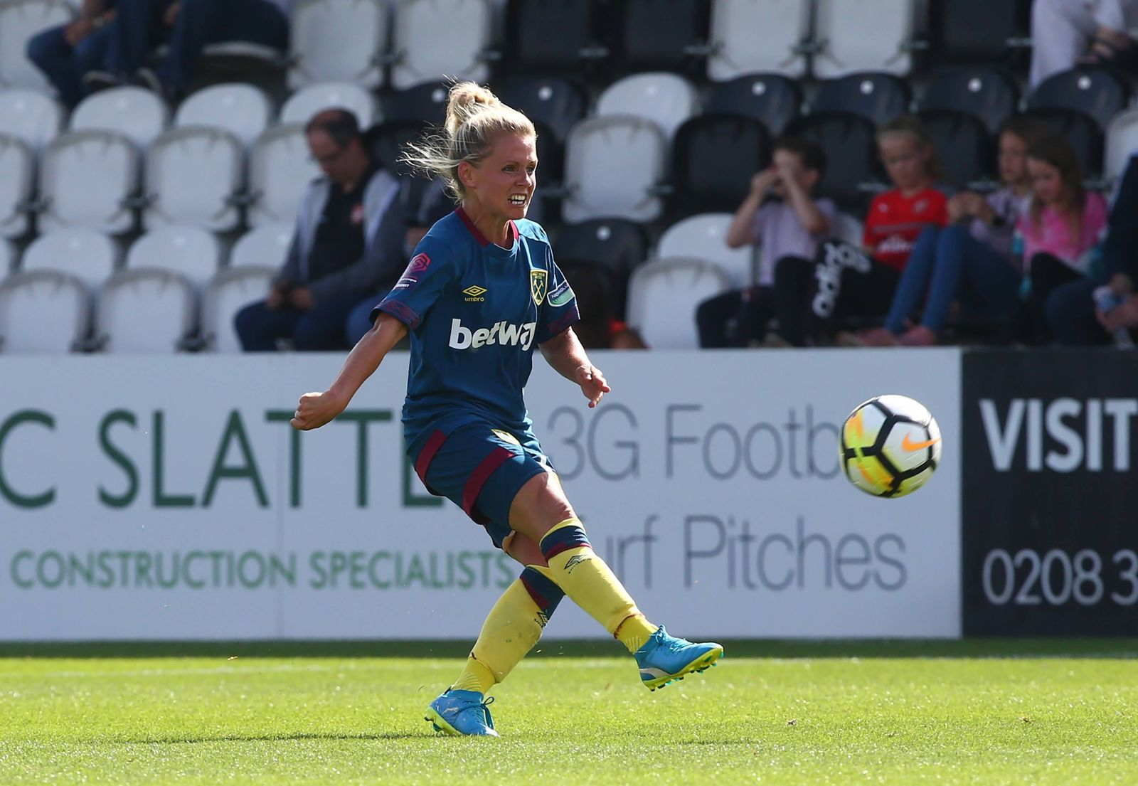 EINMALIGE VERWENDUNG Julia Simic/ West Ham United WFC