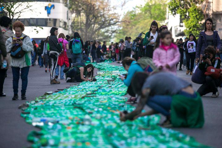 Ein 150 Meter langes Band diente in La Plata als Symbol für Gleichberechtigung