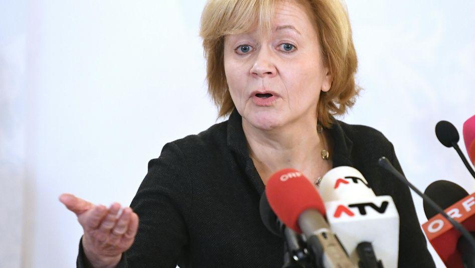 Susanne Wiesinger bei einer Pressekonferenz